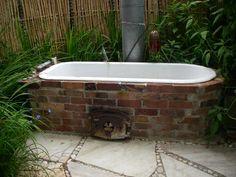 i love outdoor baths :)) Fire bath Outdoor Bathtub, Outdoor Bathrooms, Outdoor Showers, Outdoor Fire, Outdoor Living, Inflatable Hot Tub Reviews, Tadelakt, Deco Design, Design Design