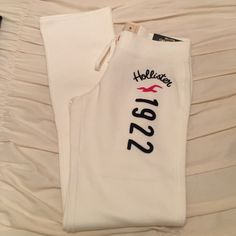 NEW! Hollister Cream Sweatpants Brand NEW! Super soft and comfy! Open to offers! Hollister Pants Straight Leg