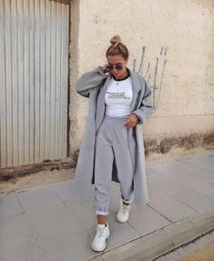 cozy grey and white outfit, street style fashion, comfy and stylish, trendy sweatpants Lazy Outfits, Sporty Outfits, Mode Outfits, White Outfits, Trendy Outfits, Fashion Outfits, Style Fashion, Sporty Fashion, Mod Fashion