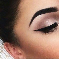Image via We Heart It #eye #eyebrow #eyeliner #eyes #fashion #makeup #smokey