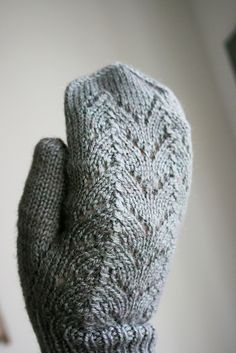 Ravelry: Simple Autumn Mittens pattern by Halldora J #FreePattern