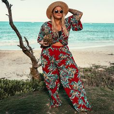Looks Praia Ideal Trends and Clothing to Rock, undefined. Plus Size Beach Outfits, Beach Vacation Outfits, Hawaii Outfits, Plus Size Bikini Bottoms, Women's Plus Size Swimwear, Curvy Swimwear, Blumenhosen Outfit, Floral Pants Outfit, Outfit Ideas
