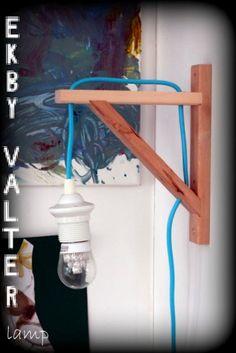 lamp gemaakt van Ikea-onderdelen, ziet er makkelijk uit!  (gevonden op ikeahackers.net, hier staan veel meer DIY-ideeën!