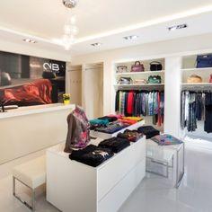 Fashion store Boutique Design, Goldfish, Fashion Boutique, Store, Closet, Home Decor, Small Shops, Armoire, Decoration Home