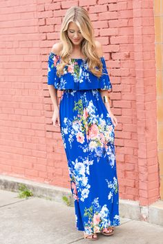 This maxi dress features all the best things! The off the shoulder neckline is very feminine and we love that ruffle detail! The floral print is very pretty as well! Bohemian Girls, Boho Girl, Bohemian Style, Best Maxi Dresses, Beach Dresses, Long Dresses, Boho Outfits, Fashion Outfits, Flowy Gown