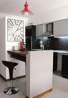 la cocina es de lneas modernas y propone un juego de gris y negro en los