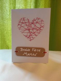 Idée cadeau fête des mères : carte avec cœur tissé Valentine Crafts, Be My Valentine, Diy And Crafts, Crafts For Kids, Mothers Day Presents, Paper Hearts, School Gifts, Gifts For Boys, Diy Cards