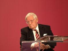 Umfrage: Helmut Schmidt bedeutendster Kanzler - http://k.ht/3Ph