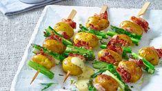Wenn Sie Ihren Gästen mal etwas anderes beim Grill-Abend anbieten wollen, dann probieren Sie doch einfach unsere leckeren Kartoffelspieße aus.