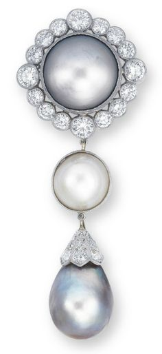 AN IMPORTANT NATURAL PEARL AND DIAMOND PENDANT/BROOCH SET WITH A BUTTON-SHAPED GREY NATURAL PEARL MEASURING 16.3 - 16.7 X 14.1 MM, WITHIN A BRILLIANT-CUT DIAMOND LOZENGE-SHAPED SURROUND, SUSPENDING A DETACHABLE BUTTON-SHAPED CREAM NATURAL PEARL MEASURING 11.9 - 12.2 X 9.2 MM, TERMINATING IN A DETACHABLE GREY NATURAL PEARL DROP MEASURING APPROXIMATELY 12.5 - 14.0 X 17.4 MM, JOINED TO THE OLD EUROPEAN-CUT DIAMOND CAP, MOUNTED IN PLATINUM, PENDANT 7.5 CM LONG, BROOCH 7.2 CM LONG