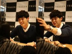 Lee Jong Suk gets close with fans during his autograph session for 'Trugen' | allkpop