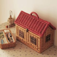 Vintage Wicker Sewing Box in the Shape of a Cabin. Paper Weaving, Weaving Art, Sewing Box, Sewing Notions, Sewing Kits, Sewing Tools, Willow Weaving, Basket Weaving, Sewing Baskets