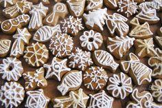 Medovníky (fotorecept) Cookie Jars, Gingerbread, Ale, Stuffed Mushrooms, Deserts, Sweets, Sugar, Cookies, Vegetables