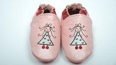 Ninaetnino.fr : Lorsqu'un bébé naît, ses pieds sont plats. La voûte plantaire se forme peu à peu durant sa croissance. Tous les...