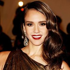 Jessica Alba in a Long Wavy Retro Hairstyle