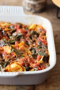 Vegetarisch, weinig ingrediënten, makkelijk om te maken en bijna iedereen vindt het lekker. Deze gegratineerde ravioli is geweldig voor doordeweeks.