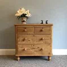 Antique Pine Chest of Drawers, 4 drawer storage, 2 over 2 drawers, Victorian Late / Early Century Set of Drawers on Turned Feet Small Chest Of Drawers, Set Of Drawers, Storage Drawers, Pine Nightstand, Bedside Table Decor, Pine Furniture, Funky Furniture, Vintage Furniture, Furniture Design