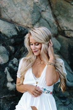 Beach hair & gold jewelry - OliviaRink.com