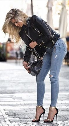 100 Stylish Spring Outfits To Inspire You 2019 Top Zustand Lecker Lecker Lecker. Die Schuhe sind The post 100 Stylish Spring Outfits To Inspire You 2019 appeared first on Denim Diy. Mode Outfits, Sexy Outfits, Casual Outfits, Sexy Jeans Outfit, Look Fashion, Denim Fashion, Womens Fashion, Fashion Spring, Fashion Wear
