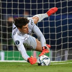 "Chelsea FC no Instagram: ""Kepa's the hero! ⛔️ #SuperCup #CFC #Chelsea"" Uefa Super Cup, Big Six, Finance Blog, Tokyo Olympics, Latest Sports News, Chelsea Fc, Belfast, Leo, Baseball Cards"