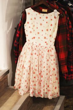 #50s dress with flower prints @ Beyond Retro