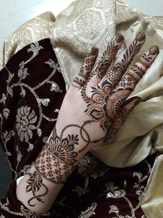 Striking Khafif mehndi designs collection for hands to try in 2019 Khafif Mehndi Design, Floral Henna Designs, Mehndi Designs Feet, Latest Bridal Mehndi Designs, Full Hand Mehndi Designs, Henna Art Designs, Mehndi Designs For Beginners, Modern Mehndi Designs, Mehndi Designs For Girls