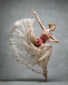 Miriam Miller, New York City Ballet for NYC Dance Project ( photographed by Ken Browar and Deborah Ory Ballet Poses, Dance Poses, Ballet Dancers, Ballerinas, Shall We Dance, Lets Dance, John Neumeier, Gisele Bündchen, Dance Project