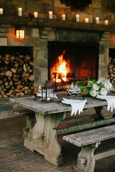 If you are decorating your chalet or wooden cabin, these ideas may be of use for you. Today we are having a look at chalet dining rooms and zones . Casa Viking, French Interior, Interior Design, Outdoor Living, Outdoor Decor, Cabins In The Woods, Log Homes, Cabana, My Dream Home