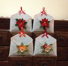 cute idea for christmas decoration Christmas Fayre Ideas, Felt Christmas Decorations, Christmas Ornament Crafts, Christmas Sewing, Felt Ornaments, Holiday Ornaments, Christmas Art, Holiday Crafts, Homemade Christmas Gifts