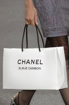 898e751581 Chanel Spring 2009 Ready-to-Wear Fashion Show Details: See detail photos for