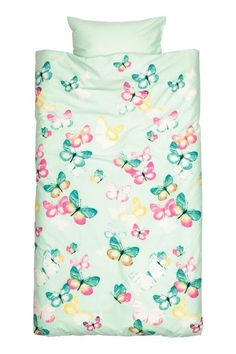 Duvet cover set: Duvet cover set with a butterfly print on fine-threaded cotton in 30s yarn with a thread count of 144.  One pillowcase.