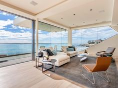 White continues to take prominence.  Try it in your #VeniceFL home: Malibu Beachfront Residence Mimicking the Clean Lines of an Ocean Liner http://freshome.com/2015/02/06/malibu-beachfront-residence-mimicking-the-clean-lines-of-an-ocean-liner/…