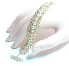 Crystal and cream pearls bracelet, crystal bracelet, pearl bracelet set Thin Gold Bracelet, Gemstone Bracelets, Pearl Bracelet, Bracelet Set, Jewelry Bracelets, Necklaces, Pearl Cream, Silver Bangles, Swarovski Pearls