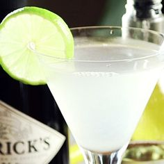 60 Second Video Tutorial: A classic amongst classics – the simple recipe has influenced mixologists the world over to tinker with this cocktail. Basil… cinnamon and habanero… cucumber and chartreuse… we've heard of many crafty twists. Dark Rum Cocktails, Cocktails Made With Vodka, Healthy Cocktails, Classic Cocktails, Mojito Drink, Cosmo Drink, Cosmopolitan Drink, Gin Drink Recipes, Drink Recipes