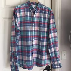 Men's Button down shirt Bought for a true XL guy but after a wash the shoulders and length fit but not the sleeves. He has long arms so note the sleeves are 26 1/4 from shoulder seem to end if cuff. Old Navy Tops Button Down Shirts