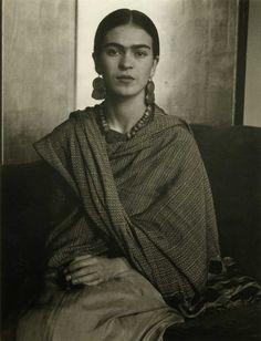 32 hermosas fotografías de Frida Kahlo que probablemente nunca habías visto