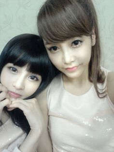 T-ara's Soyeon %26 Boram look like dolls in latest selca