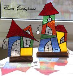 Витражные домики - подсвечники из цветного стекла.