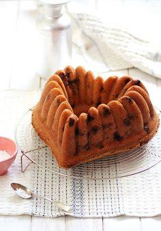... bundt cake with berries ...