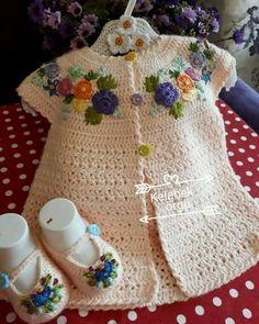Crochet Baby Sweaters, Crochet Baby Cardigan, Baby Girl Sweaters, Crochet Baby Clothes, Crochet Blouse, Crochet Girls, Cute Crochet, Crochet For Kids, Crochet Crafts