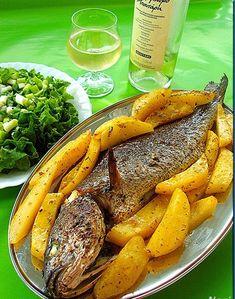 Το αγαπημένο ψάρι της Αλεξάνδρας!!! Αλεξάνδρα μου για σένα…… Υλικά 1-1 1/2 κιλό μυλοκόπι 3-4 μέτριες πατάτες κομμένες λίγο πιο χοντρές α... Pot Roast, Seafood Recipes, Carrots, Food And Drink, Vegetables, Ethnic Recipes, Pisces, Recipes, Carne Asada