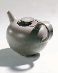Otto Lindig stoneware teapot 1932