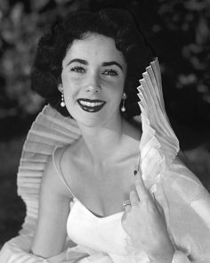 Elizabeth Taylor beautiful vintage pose in white dress circa 1950 8x10 Photo | eBay