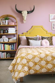 pink bedroom with golden yellow velvet headboard, pink and mustard pattern bedspread and vintage rattan shelving unit Teen Girl Bedding, Velvet Headboard, Moving Furniture, College Dorm Bedding, New Beds, Moving House, Home Decor Trends, Bed Spreads, Bedroom Decor