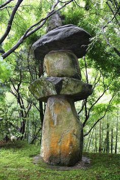 石灯篭、千如寺、糸島 Stone Lantern, Sennyoji, Itoshima