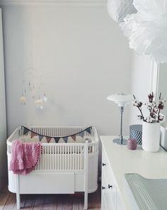 Baby girl, nursery, kids room, decor, interior, diy, white, rose, minimalism, simplicity, design, juno bed, pH lamp, IKEA, lyngby vase,