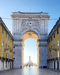 The Rua Augusta Arch on the riverfront Praça do Comércio,Lisboa. The Places Youll Go, Places To Visit, Scenery Photography, Night Photography, Landscape Photography, Photography Ideas, Travel Photography, Disneyland, Northern Lights Norway