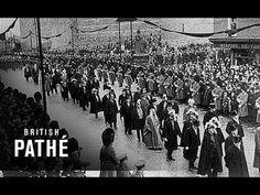 Muerte de la reina.  22 de enero 1901, después de haber reinado durante sesenta y tres años, siete meses y dos días, más que cualquier monarca británico antes o desde entonces. Su funeral se celebró el 2 de febrero; después de dos días de exposición solemne, su cuerpo fue enterrado en el Mausoleo de Frogmore Windsor junto a su marido.