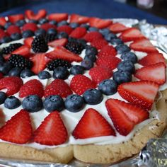 Red white & blue fruit pizza. Super easy for a last minute 4th of July dessert!!