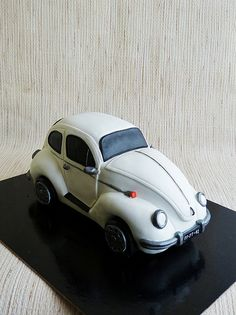 Volkswagen Beetle CAKE... This lady does fantastic work!  WOW!!!